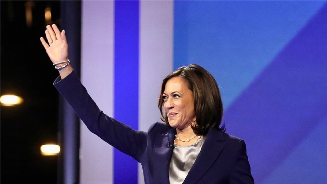 Kamala Harris Speaks Of Immigrant Parents At First Campaign Appearance Tweets Picture With Mother