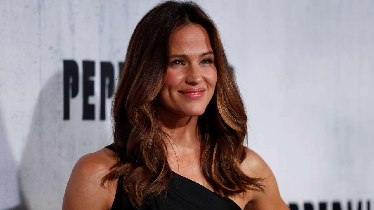 Jennifer Garner's emotional video on watching 'The Office' finale gets sweet responses from the cast