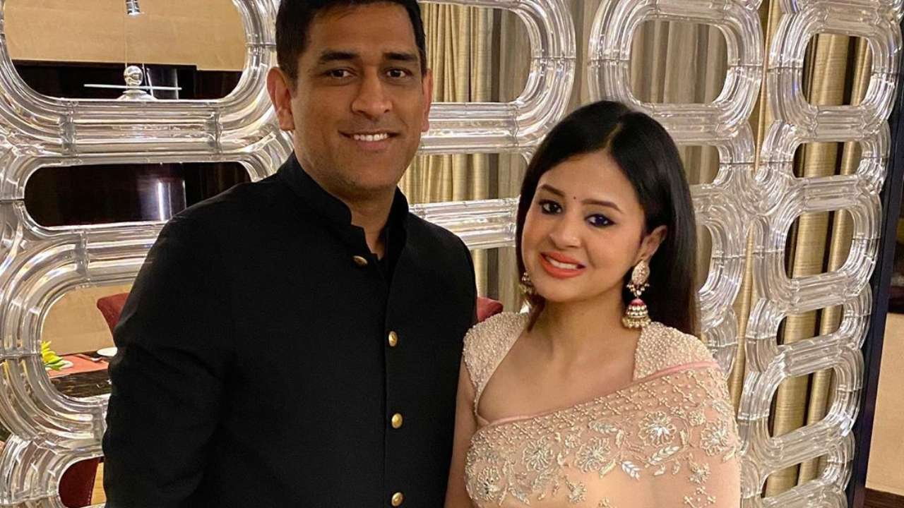 Mahendra Singh Dhoni to produce web series; wife Sakshi Dhoni dishes out  details
