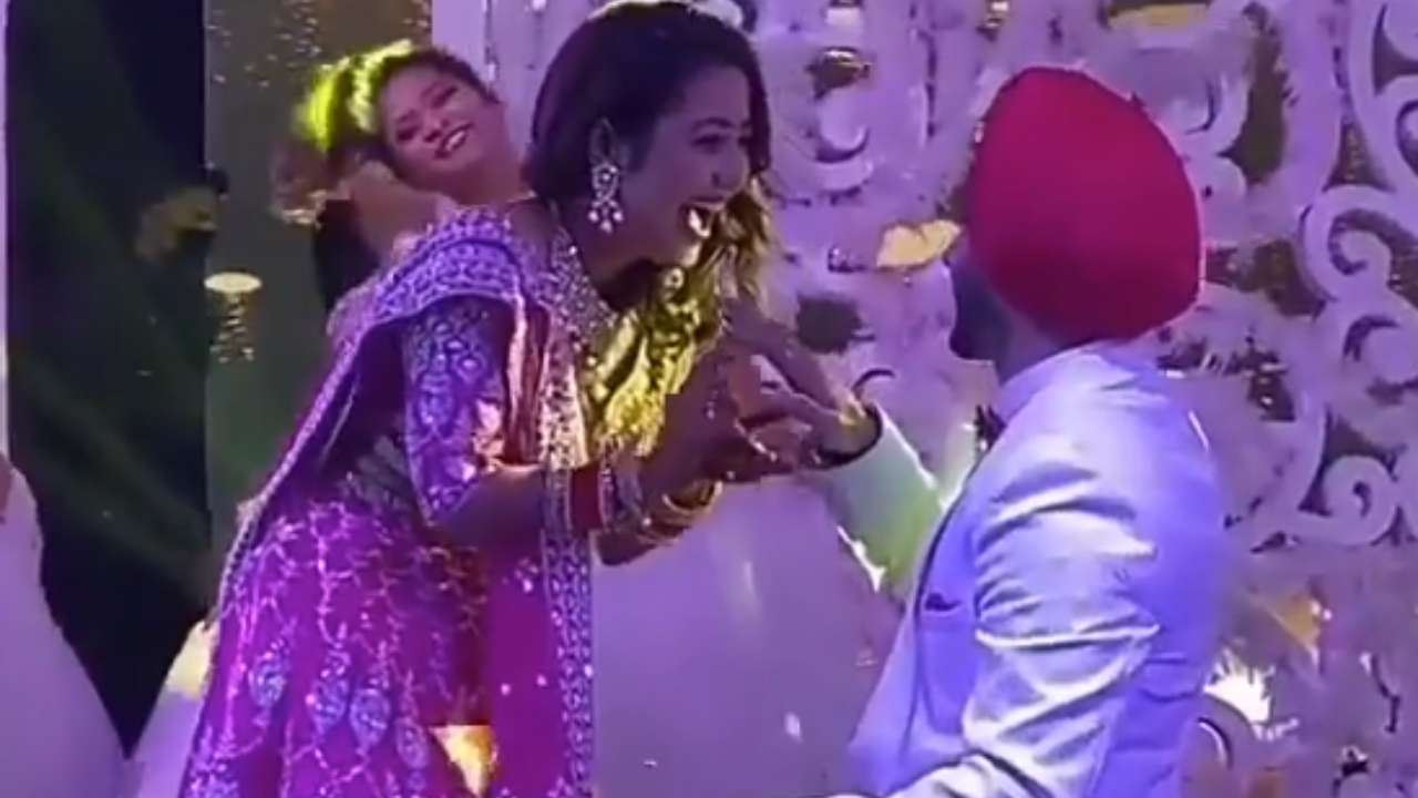 Viral video: Rohanpreet Singh goes down on his knee for Neha Kakkar during ring ceremony