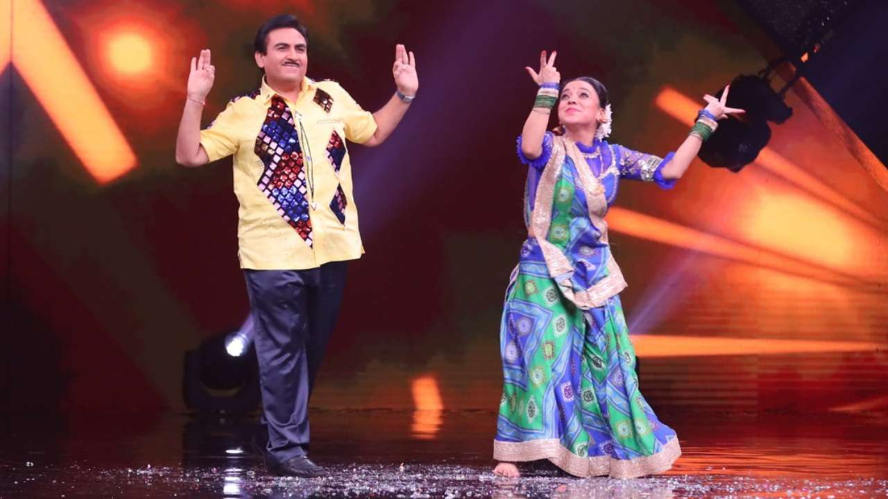 Jethalaal aka Dilip Joshi dances with