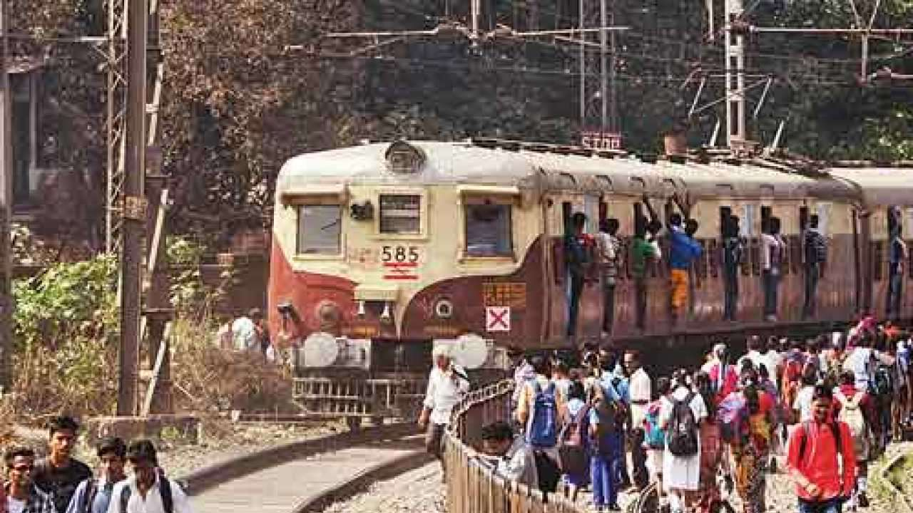 Mumbai: Man pushes woman in front of moving train after she refuses to marry him