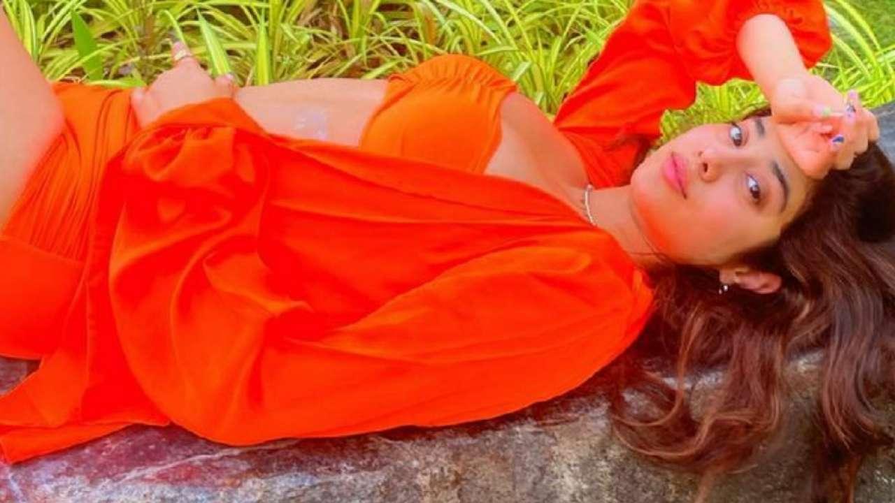 Viral: Janhvi Kapoor slays in a tangerine bikini, poses amid the nature