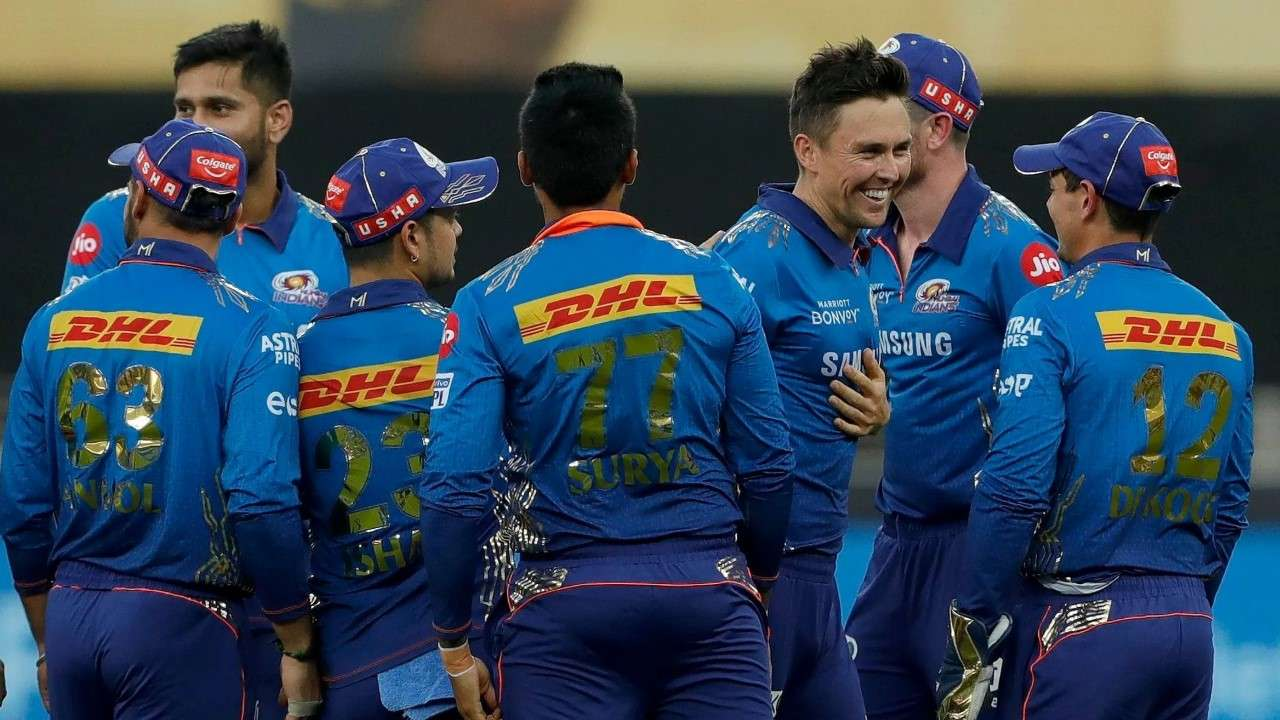 IPL 2021: MS Dhoni departs as MI's Kiwi pair of Boult, Milne trigger CSK collapse