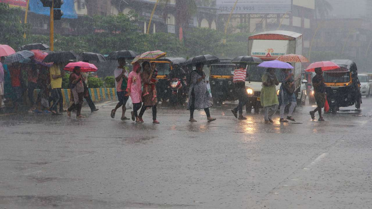 Telangana to receive heavy rainfall today, IMD issues red alert in THESE districts