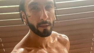 Ranveer Singh shows off his washboard abs, poses in nothing but a towel