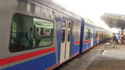 Mumbai local train news today live in hindi