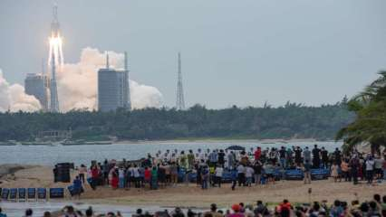 , Out-of-control Chinese rocket re-enters earth, disintegrates over THIS place, Indian & World Live Breaking News Coverage And Updates